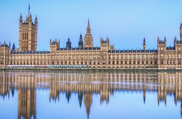 [新聞]在英國合法連續居住十年的人被看作是滿足了長居條件,之後可以申請英國的永居
